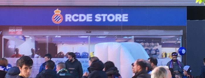 RCDE Shop is one of Carlosさんのお気に入りスポット.