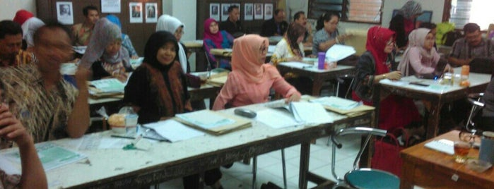 SMPN 10 Bandung is one of Via's.