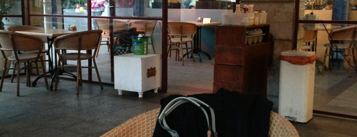 Cafe Jolie is one of Orte, die Nofar gefallen.