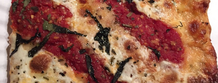 Veloce Pizza is one of USA NYC QNS Astoria.