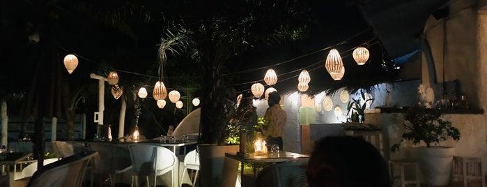 Olive Bar & Kitchen is one of Orte, die Abhinav gefallen.
