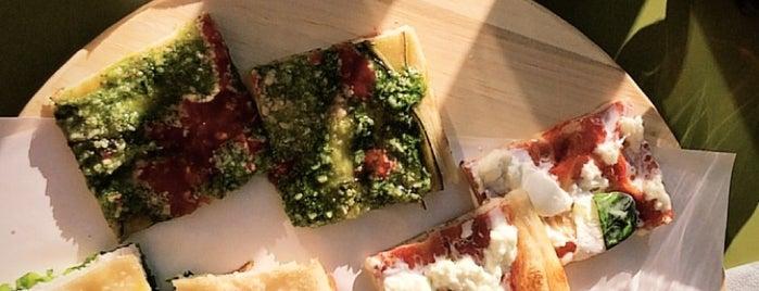 Pizza Zizza is one of Lieux qui ont plu à Fanny.