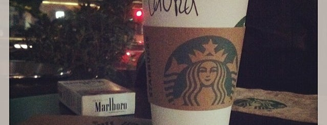 Starbucks is one of Lugares favoritos de Alejandro.