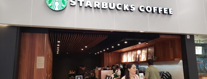 Starbucks Gate 6 is one of Tempat yang Disukai Fernanda.
