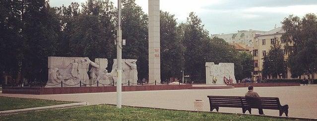 Площадь Славы is one of Lugares favoritos de Alexander.