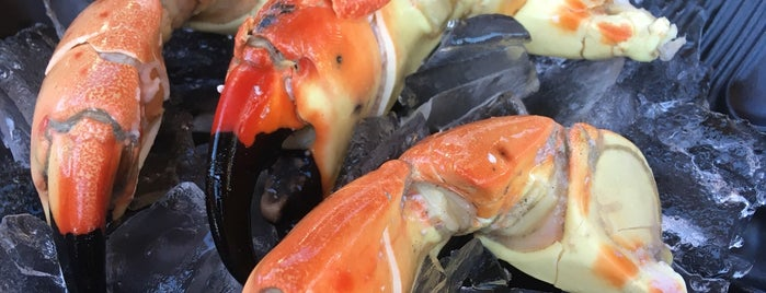 Monty's Fish and Stone Crab Restaurants is one of Tempat yang Disukai Luis.