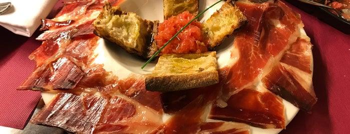 Restaurante La Brújula is one of Tempat yang Disimpan Andrey.