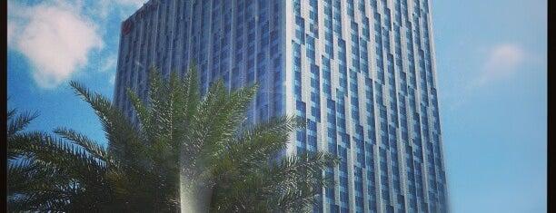 Crimson Hotel is one of สถานที่ที่ Chanine Mae ถูกใจ.
