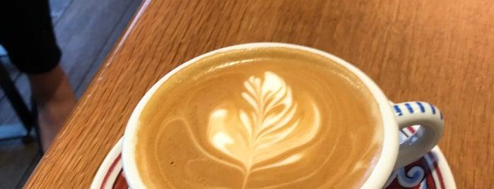 La Colombe Coffee Roasters is one of John 님이 저장한 장소.