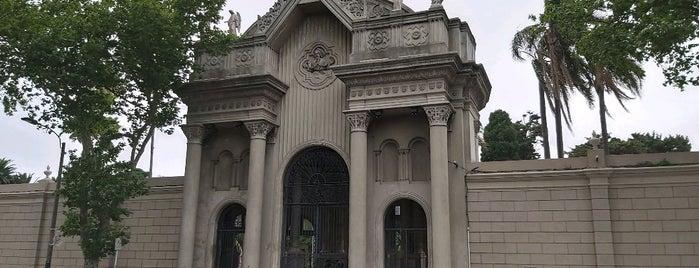 Cementerio Central is one of Locais salvos de Fabio.