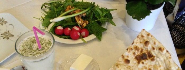 Apadana Restaurant is one of Lugares favoritos de Henry.