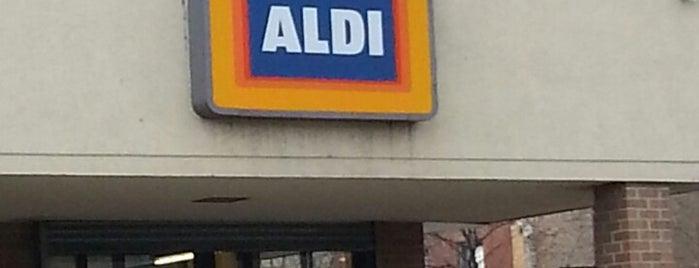 ALDI is one of Tempat yang Disukai Darren.