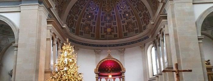 St. Ursula is one of Lieux qui ont plu à Alexander.