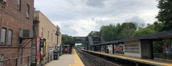 Metro North - Crestwood Train Station is one of Tempat yang Disukai Andrew.