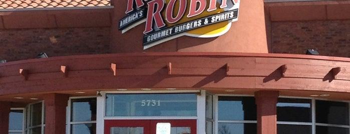 Red Robin Gourmet Burgers and Brews is one of Tempat yang Disukai Mayank.