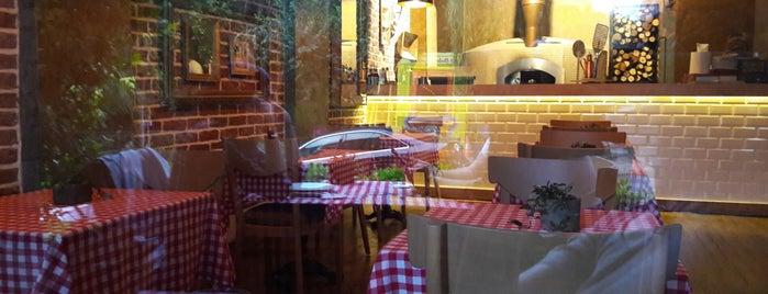 Yanık Pizza is one of Lugares favoritos de Özge.