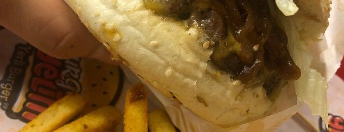 Burger Yiyelim is one of Posti che sono piaciuti a Mustafa.