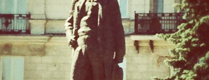 Maksim Gorky Monument is one of Posti che sono piaciuti a Hookah by.