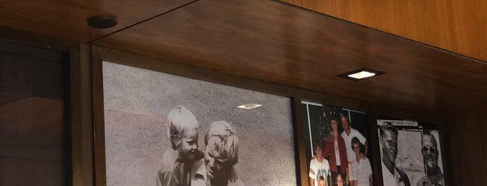 Jack Nicklaus Golden Bear Grill is one of สถานที่ที่ Adam ถูกใจ.