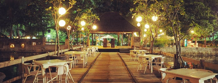 Oceanic Cafe Pantai Mutiara Pluit is one of Cafe @Jakarta.