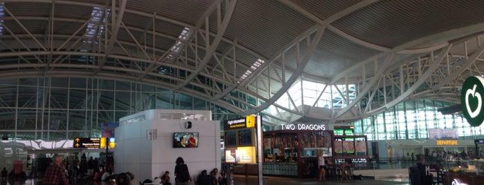 Ngurah Rai International Airport (DPS) is one of Lugares favoritos de Victor.