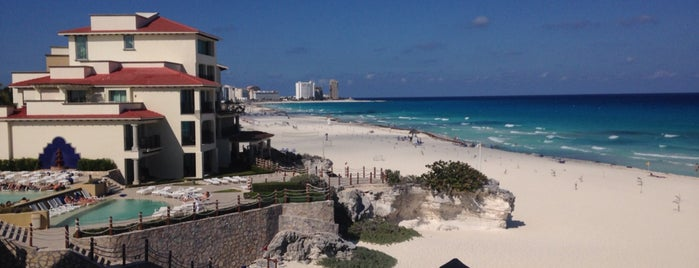 Grand Park Royal Cancún Caribe is one of สถานที่ที่ Victor ถูกใจ.