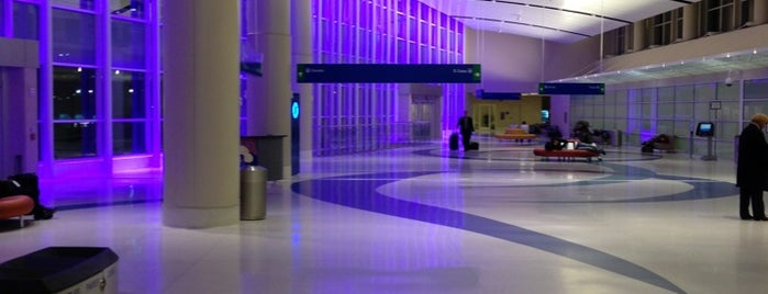 San Antonio International Airport (SAT) is one of TODOss.