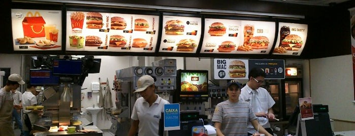 McDonald's is one of Locais curtidos por Cezar.