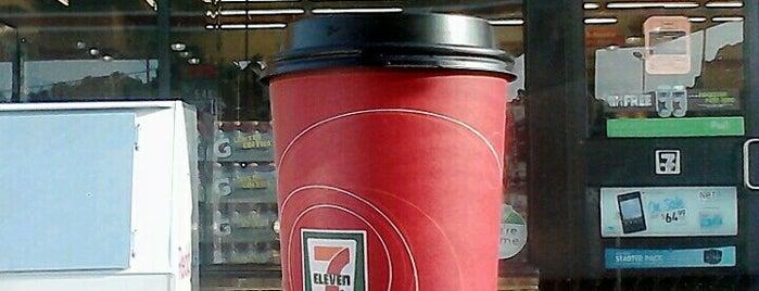 7-Eleven is one of Lugares favoritos de Dawn.