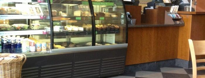 Starbucks is one of Lugares favoritos de Rafael.