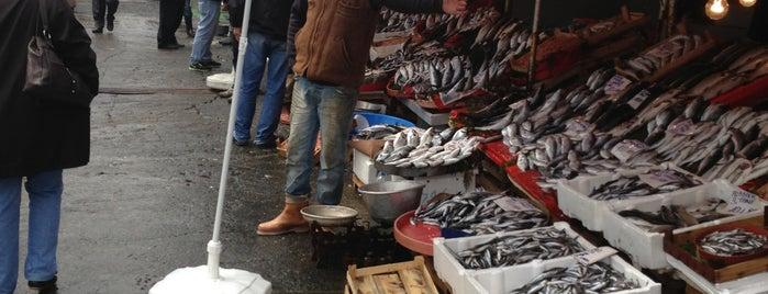 Karaköy Balık Pazarı is one of Locais curtidos por Mehmet.