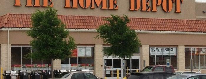 The Home Depot is one of Orte, die Robbie gefallen.