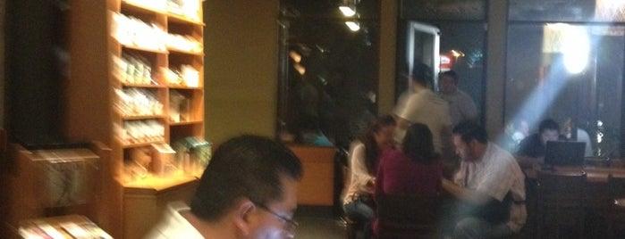 Starbucks is one of Best Spots in Manzanillo.