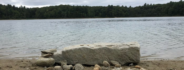 Walden Pond State Reservation is one of Tempat yang Disukai Yvette.