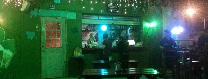 Clover Irish Pub is one of Bares.