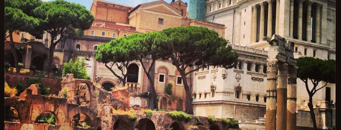 Via dei Fori Imperiali is one of Roma - a must! = Peter's Fav's.