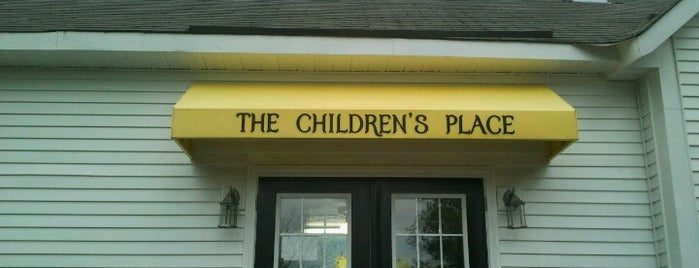the childrens place is one of Loraさんのお気に入りスポット.