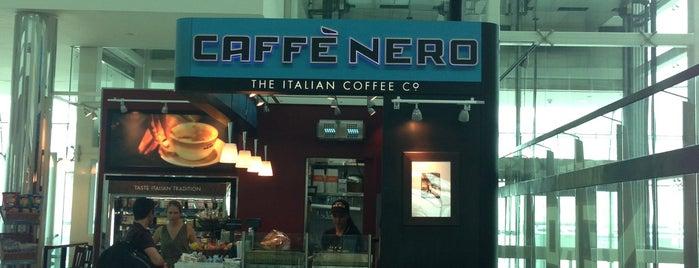 Caffè Nero is one of Lugares favoritos de Uwe.