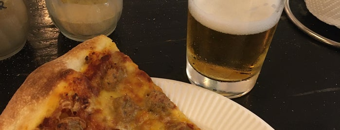 Pizza SLICE is one of สถานที่ที่ Alberto ถูกใจ.