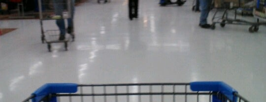 Walmart Supercenter is one of Lieux qui ont plu à John.