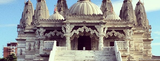 BAPS Shri Swaminarayan Mandir is one of London POIs.