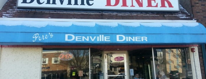 Denville Diner is one of Lugares guardados de Lizzie.