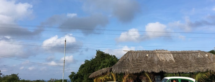 Mirador De Bacunayagua is one of สถานที่ที่ Angel ถูกใจ.