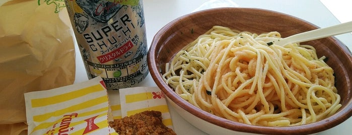 FamilyMart is one of Lugares favoritos de Shinichi.