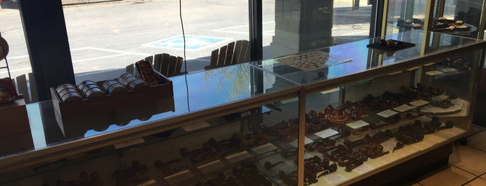 Edward's Pipe & Cigar Shop is one of Stogies.