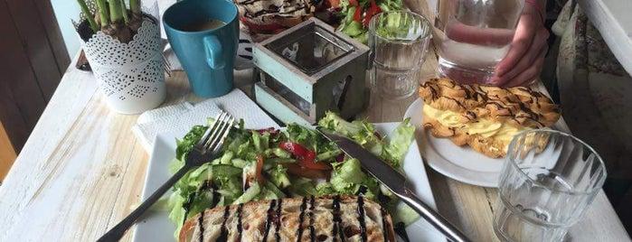 Café Gården is one of Lieux qui ont plu à Kamila.