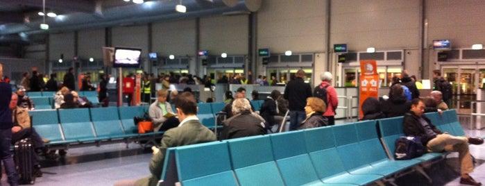 Terminal 2 is one of Locais curtidos por Karl.