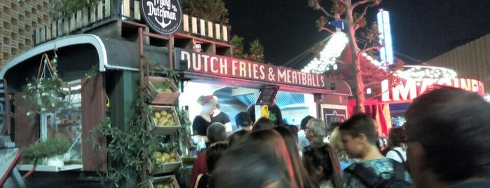 Dutch Fries & Meatballs is one of Orte, die Valeria gefallen.