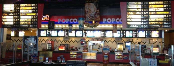 Regal Cinemas Westborough 12 is one of Lisa : понравившиеся места.