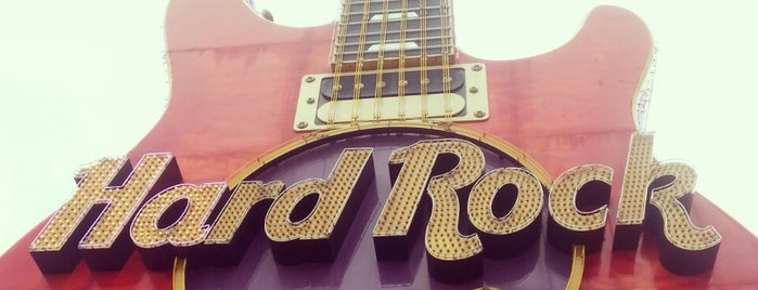 Hard Rock Hotel & Casino Biloxi is one of Lugares favoritos de Sarah.